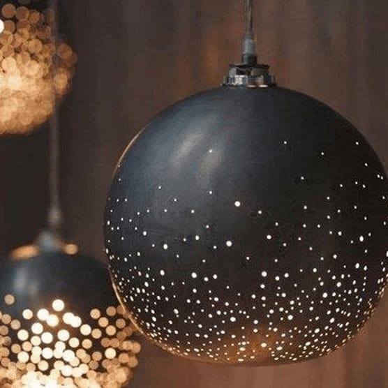 Lumière noir-suspension